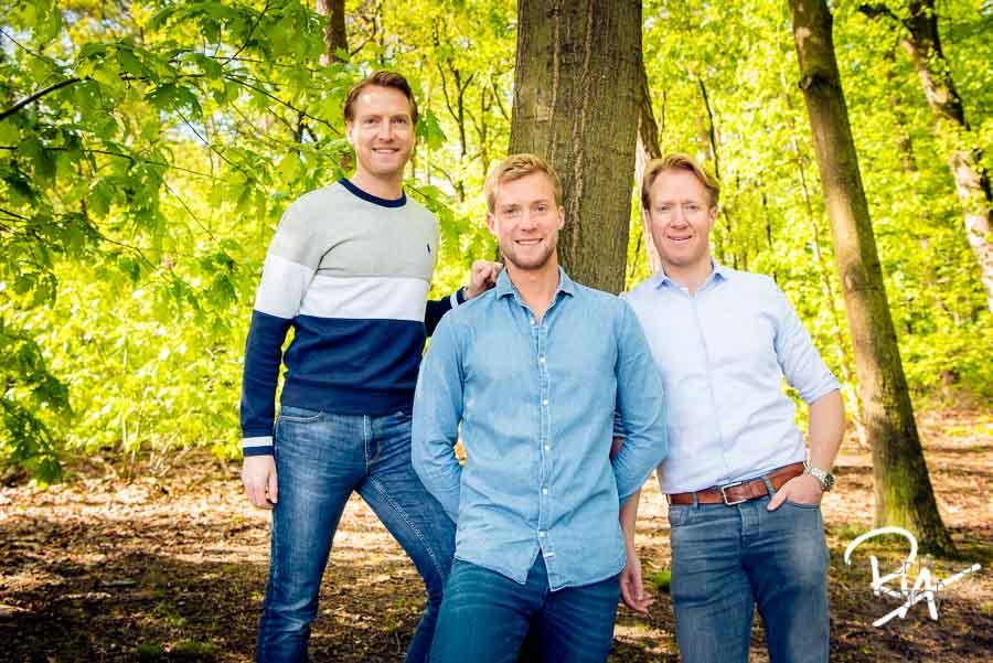 familiefotografie broers natuur buiten fotograaf Waalre