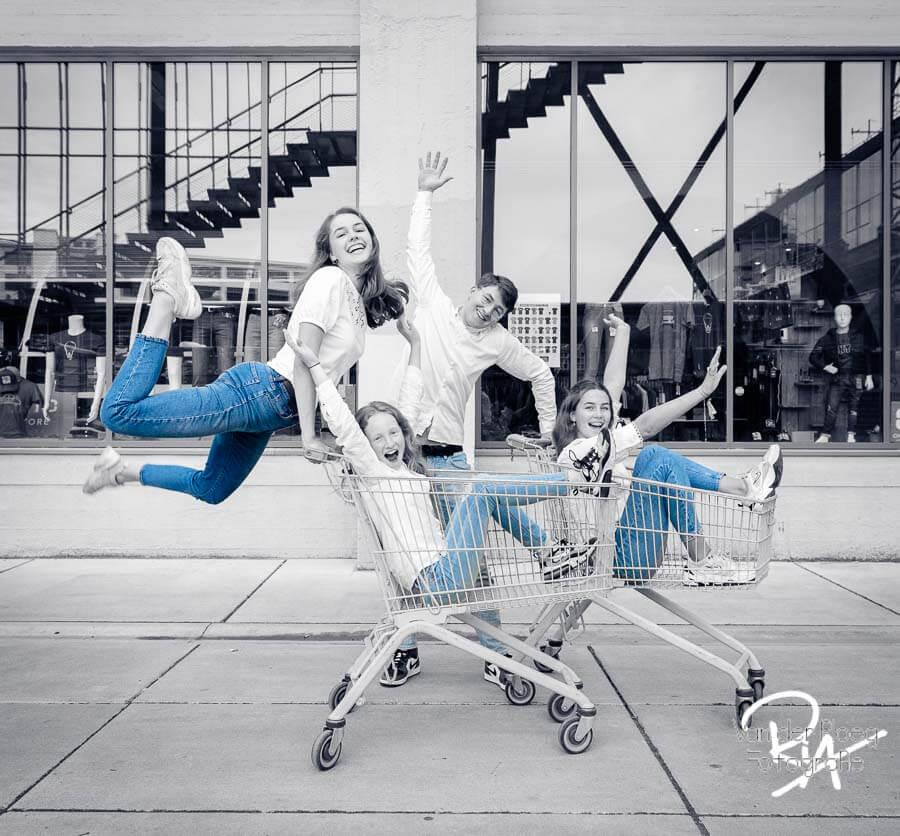 foto kinderen zwart wit blauwe jeans fotograaf Waalre