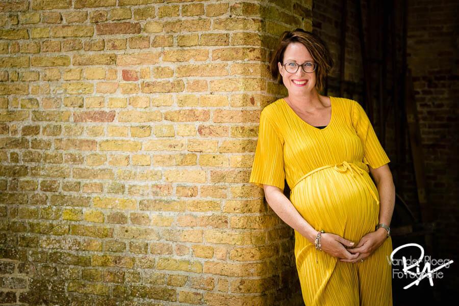 zwangerschapsfotosessie Poptaslot Marsum gele jurk