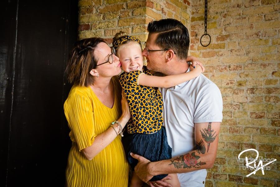 zwangerschapsfotosessie Poptaslot Marsum gezin plezier