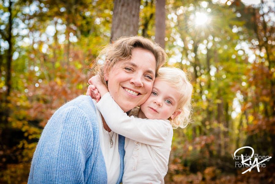 fotografie moeder dochter buiten natuur fotosessie fotograaf Waalre Valkenswaard