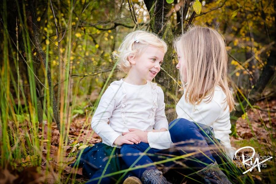 fotosessie natuur regio Eindhoven zusjes kinderen