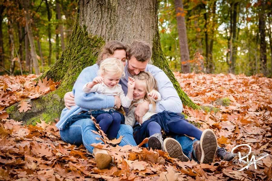 fotoshoot buiten bos natuur gezin fotograaf Ria Waalre