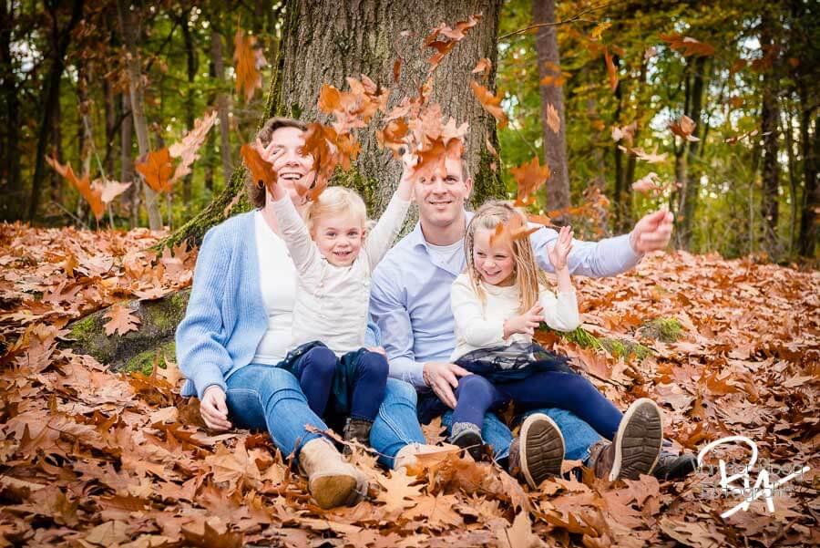 fotoshoot buiten natuur bos gezin fotograaf Ria Waalre
