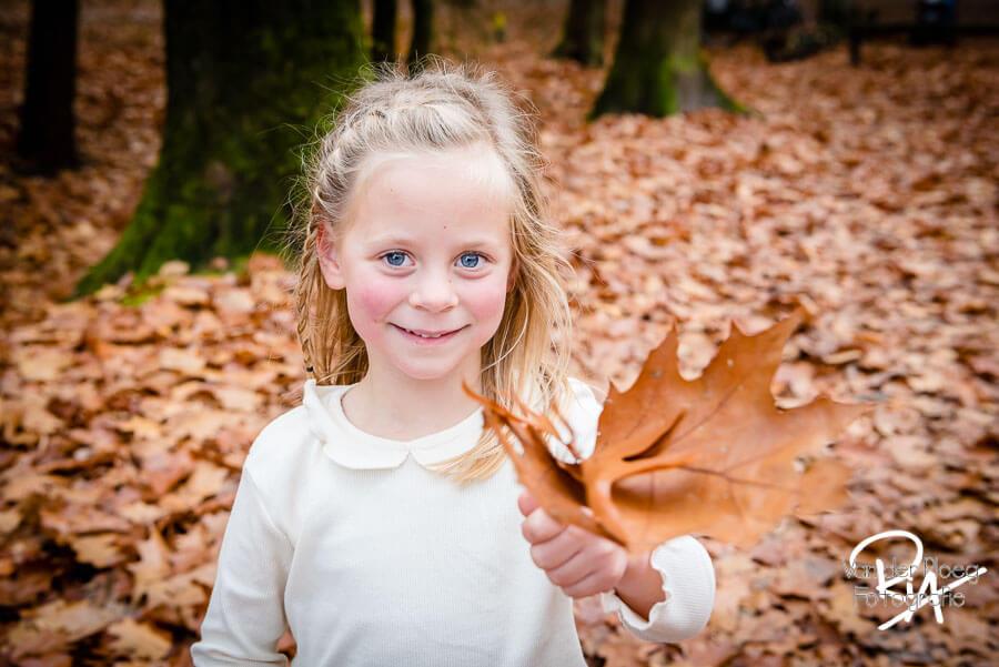 fotoshoot buiten natuur kinderen fotograaf Ria Ploeg Waalre