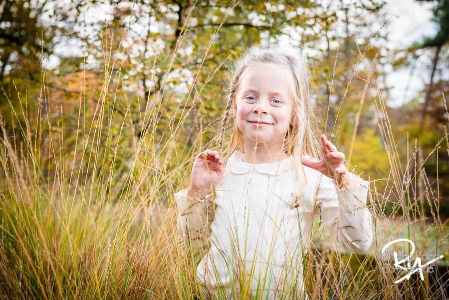 speelse fotosessie natuur regio Eindhoven gezin kinderen