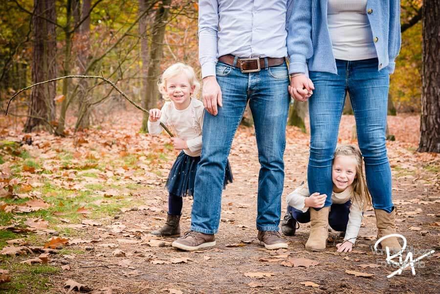 speelse fotosessie natuur regio eindhoven plezier gezin