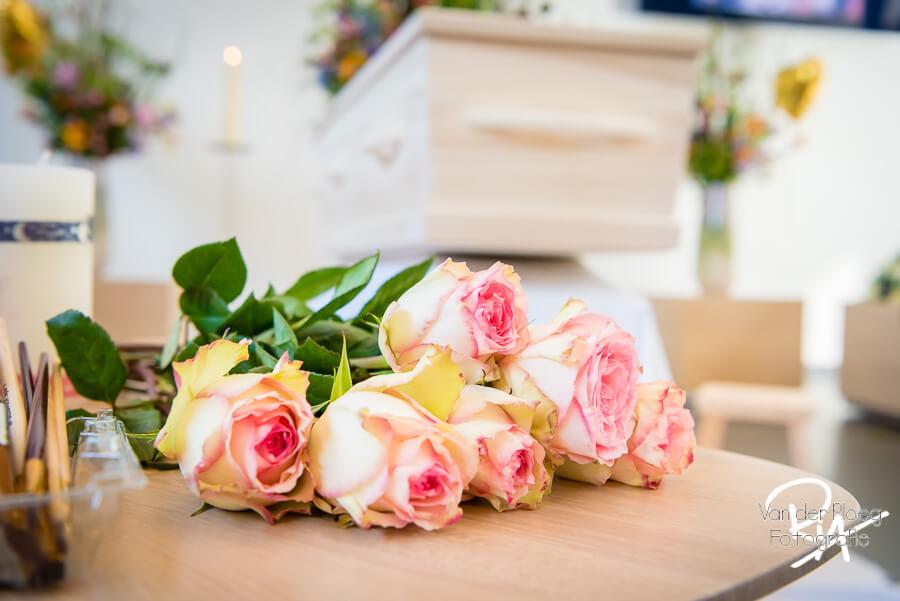 fotograaf uitvaart Veldhoven afscheid kist bloemen