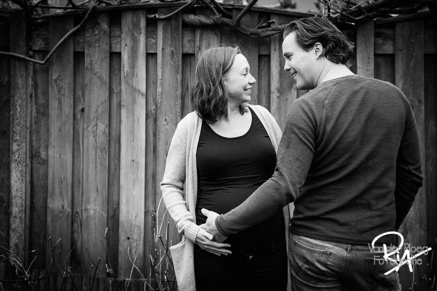 Fotografie zwanger buiten natuur fotograaf Eindhoven