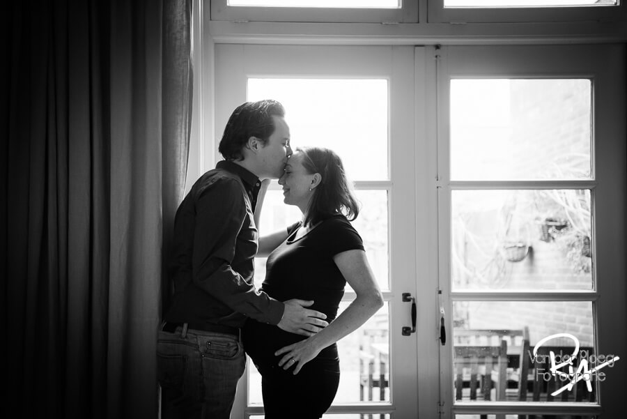 fotoshoot zwangerschap thuis Eindhoven Waalre