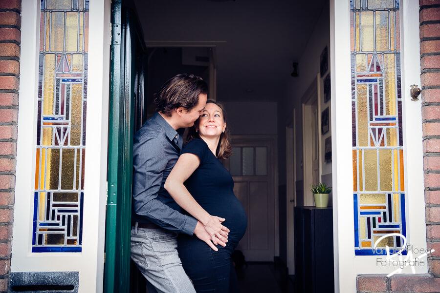 fotoshoot zwangerschap thuis Eindhoven fotograaf