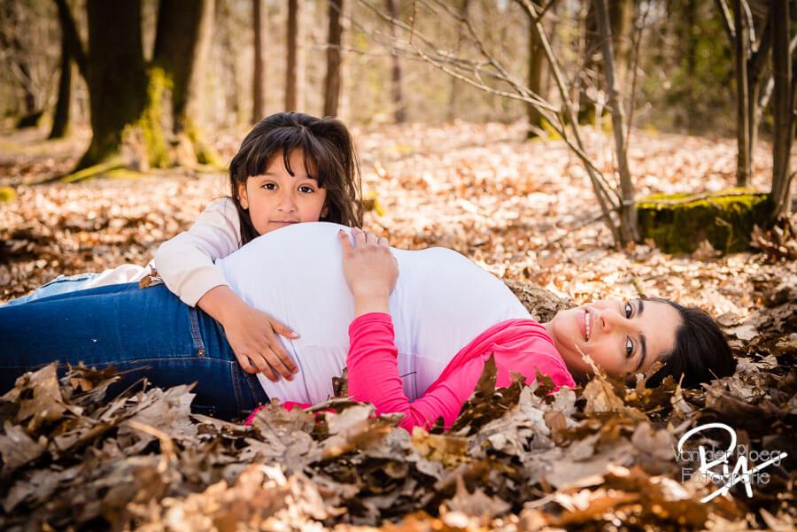 Fotograaf zwangerschap natuur bos gezin Valkenswaard