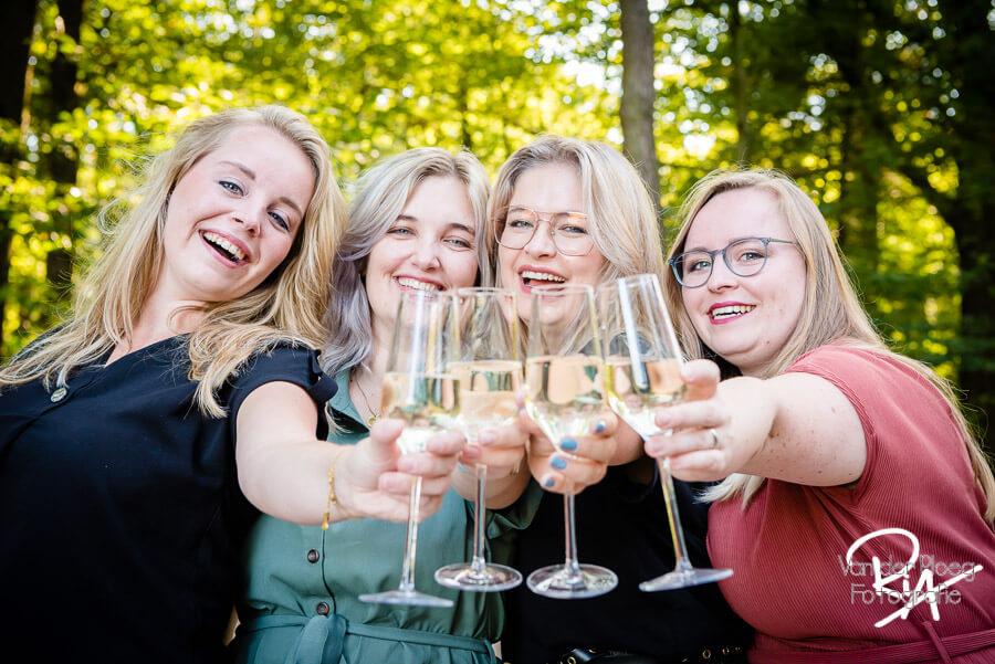 Fotografie zussen champagne plezier bos